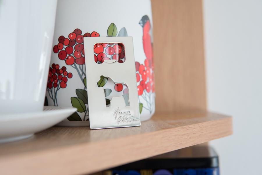 箱の写真、ボトルオープナー 北欧