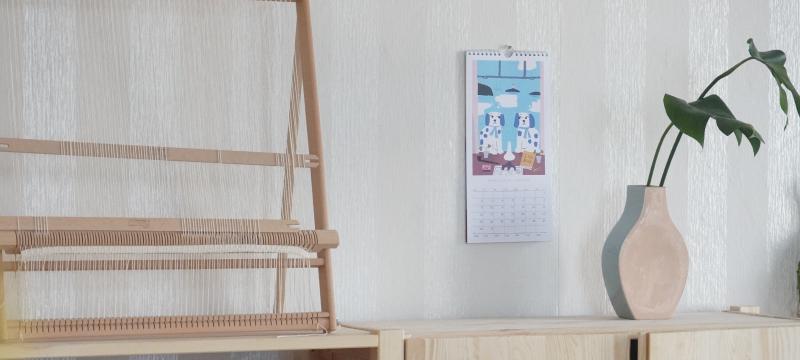 昨年に続き人気のフィンランド人アーティスト、ティモ・マンッタリ、そして今年初となるマリカ・マイヤラの描きおろしデザイン。フィランドらしさがぎゅっとつまったカレンダー。sopivaで人気は「ヘルシンキ」さまざまな名所が、切り絵のようなユニークなタッチで描かれています。