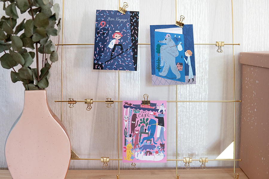 壁に飾っている写真